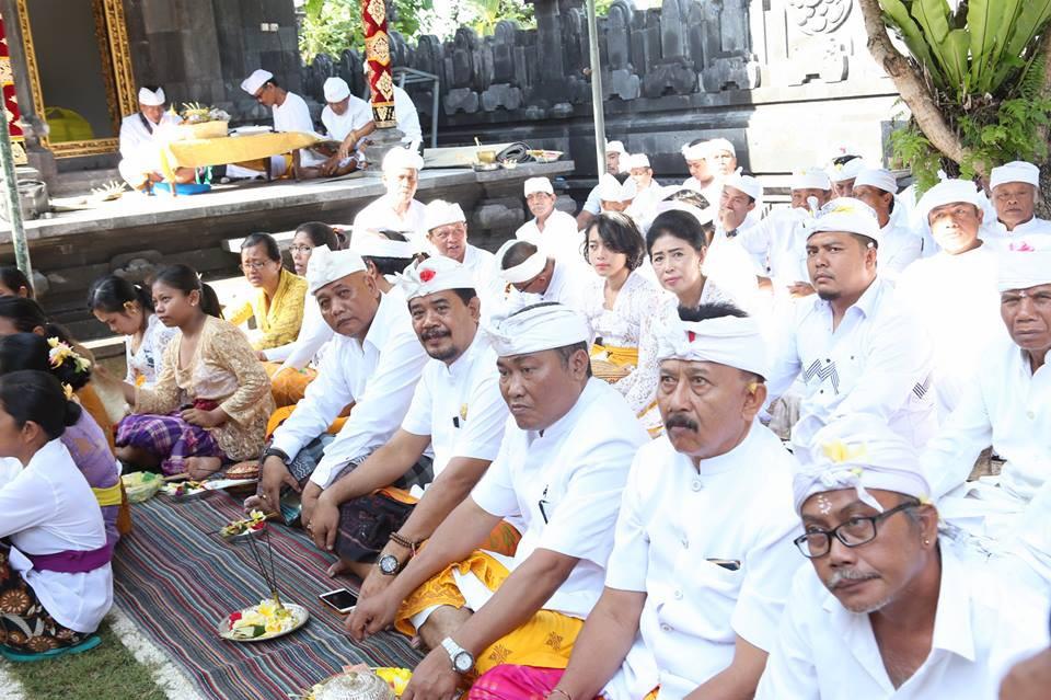 Wakil Bupati Klungkung menghadiri Upacara Mecaru dan Melaspas Alit di Pura Taman Pucak Sari