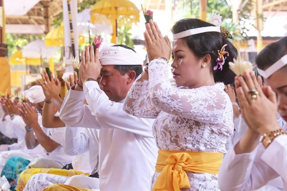 Bupati Klungkung menghadiri upacara nyineb di Pura Kahyangan Jagat Dasar Bhuana Gelgel