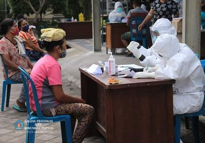 Rapid Test Bagi Pedagang Pasar Kusamba dan Mentigi Nusa Penida