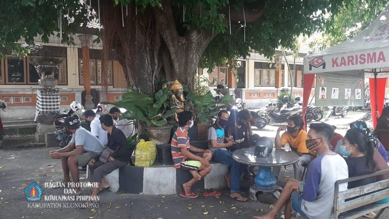 Bupati Suwirta Pulangkan 20 Duktang Asal Bima Tanpa Identitas