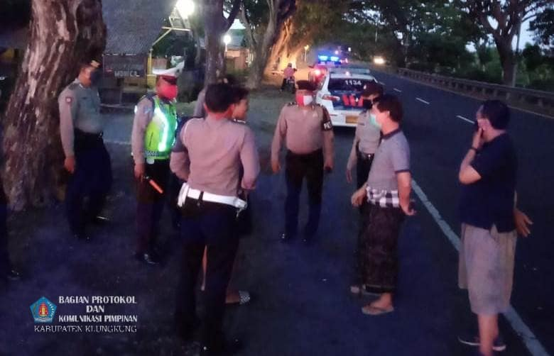 Bupati Suwirta Bersama Kapolres Klungkung Bubarkan Balap Liar