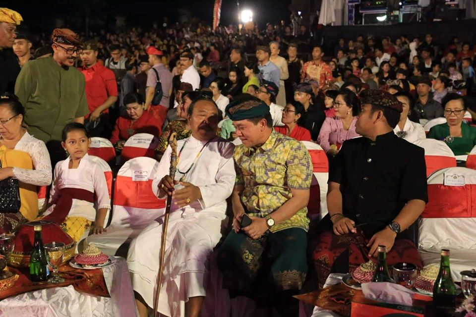 Bupati Klungkung, I Nyoman Suwirta Menghadiri Festival Seni Bali Jani
